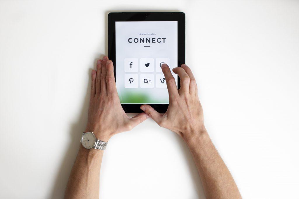 Tablet mit Social Media Apps